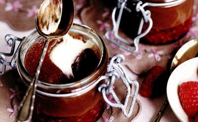 Spuma de ciocolata cu frisca si zmeura