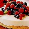 Tort_de_ciocolata_cu_înghetata_si_fructe_proaspete