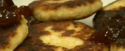 Cum se prepara papanasi cu dulceata (video)
