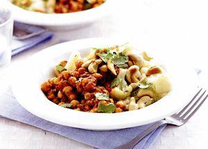 Curry de năut şi pilaf cu conopidă şi caju
