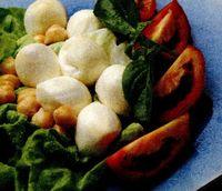 Salată de legume cu mozzarella