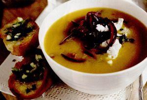 Supă de rădăcinoase cu ceapă roşie şi brânză de capră