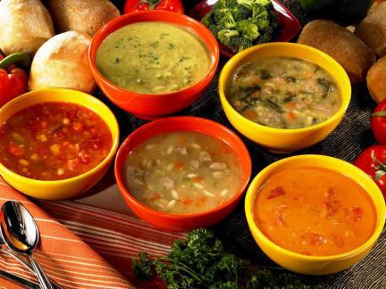 Supă de colţunaşi umpluţi cu piept de pui