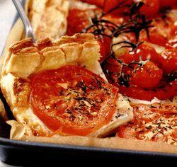Tartă cu roşii asezonată cu şuncă de Parma şi mozzarella