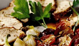 Friptura inabusita de carne de porc din: carne de porc, ceapa, usturoi, untura, vin, sare, piper