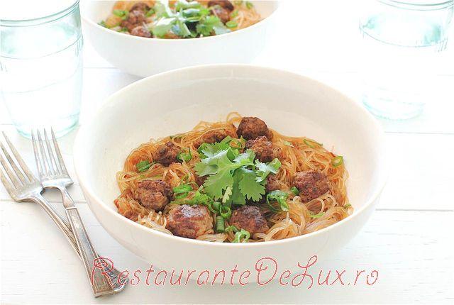 Noodles_in_sos_de_soia_cu_chiftelute_de_porc_5