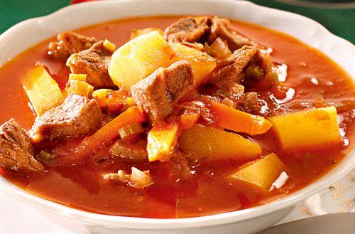 Supa gulas cu iaurt
