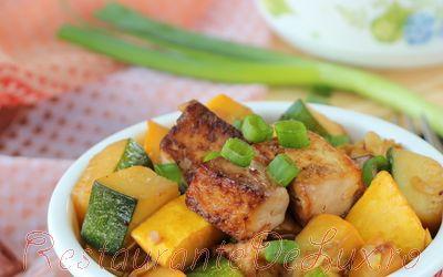 Salata calda de legume cu carne