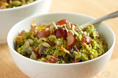 Salata_de_broccoli_cu_morcovi_si_struguri_rosii_08