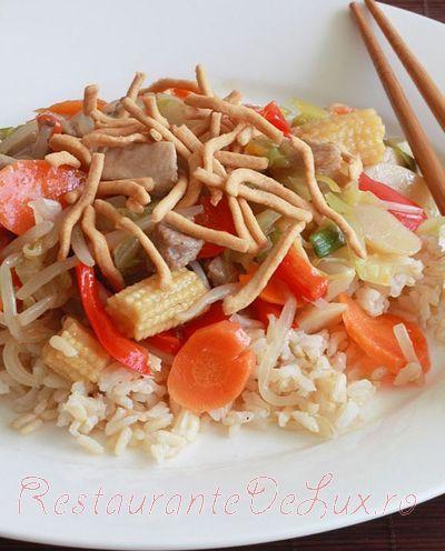 Noodles_cu_pui_si_legume_pe_pat_de_orez_14