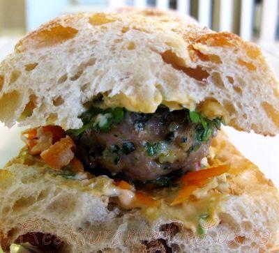 Sandwich_uri_cu_chiftele_de_porc_si_sos_de_maioneza_16