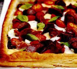 Tarta_cu_mozzarella_si_cârnati