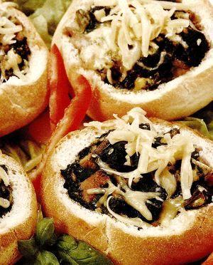 Chifle umplute cu ciuperci si verdeata