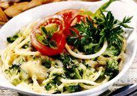 Macaroane_cu_broccoli_cascaval_si_verdeata
