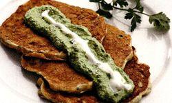 Pancakes_cu_porumb_dulce_si_sos_pesto