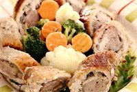 Rulada_de_porc_cu_carnati_si_mix_de_legume