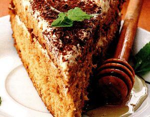 Tort cu blat de cacao si crema de prune