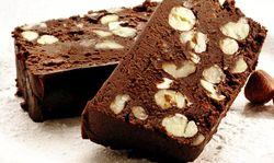 Ciocolata de casa cu rom si alune de padure