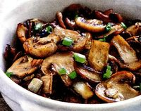 Retete de post: salata de ciuperci cu usturoi