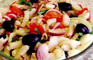 Salata_cu_cartofi_fasole_verde_si_masline