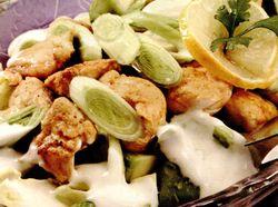 Salata_cu_pui_avocado_si_praz