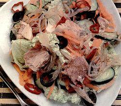 Salata_cu_ton_si_muguri_de_soia