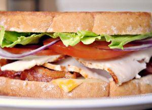 Sandwich_cu_bacon_si_sunca_de_curcan_11