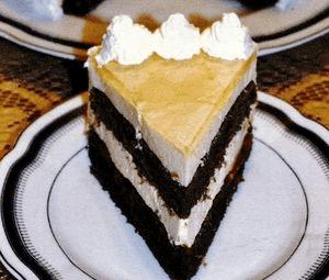 Tort_cu_iaurt_si_jeleu_de_caise.png