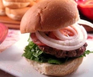 Retete_pentru_gratar_Sandwich_cu_chiftele_de_vita_si_ciuperci