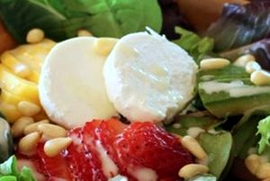 Salata_cu_capsuni_si_avocado