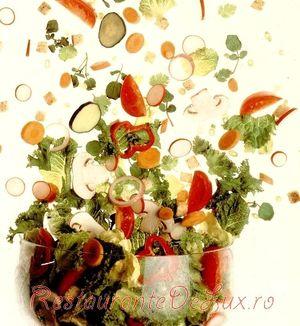 Salata cu rosii castraveti si marar