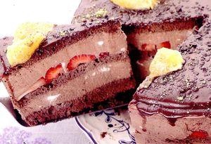 Tort_de_ciocolata_cu_fructe