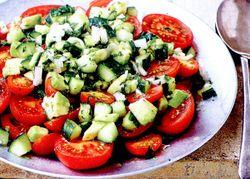 Salata_de_rosii_cu_ceapa_si_avocado