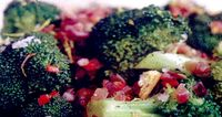 Salata_de_broccoli_cu_bacon_si_mar_rosu