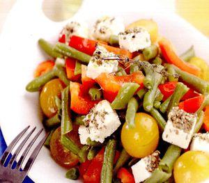 Salata_greceasca_de_fasole_verde_si_ardei_gras