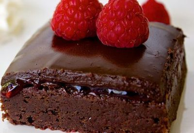 Negresa_cu_gem_de_zmeura_si_glazura_de_ciocolata_16