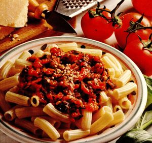 Paste_cu_masline_si_sos_de_legume