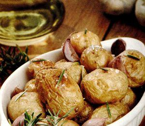 Cartofi_cu_rozmarin_si_usturoi