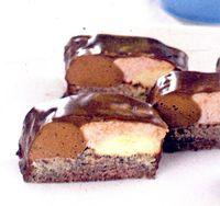 Prajitura_cu_mango_capsuni_si_glazura_de_ciocolata