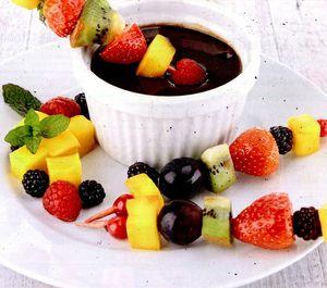 Fructe_cu_ciocolata_si_unt_de_cocos