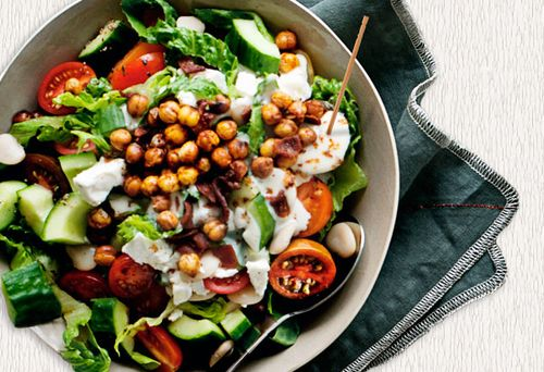 Salata turceasca cu sos de kefir