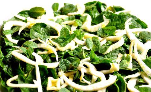 Salata verde cu smantana si sare