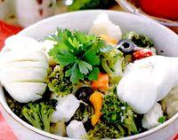 Salata_de_broccoli_cu_conopida_si_castravete