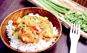 Curry_de_creveti_si_cocos_pe_pat_de_orez