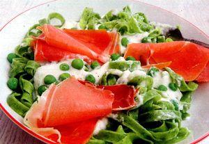 Mazare verde cu macaroane si smantana