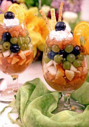 Salata_de_fructe_cu_frisca_si_mac