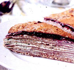 Tort_de_clatite_cu_gem_si_crema_de_caju