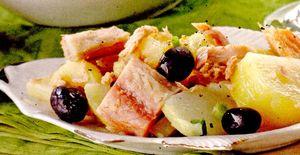 Salata_de_cartofi_cu_ton_si_macrou