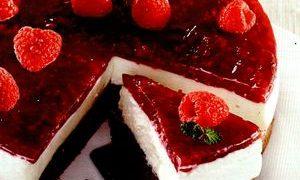 Tort_cu_cacao_branza_si_zmeura