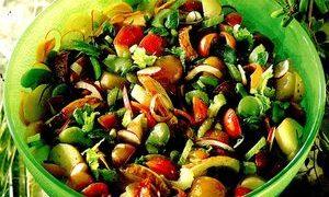 Salata_crocanta_cu_pui_fasole_si_mar